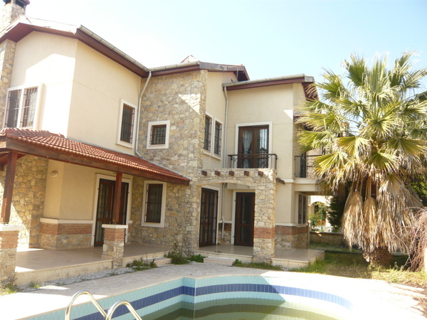 To Rent, 4 Bedroom Detached Villa with private Swimming Pool and Garden