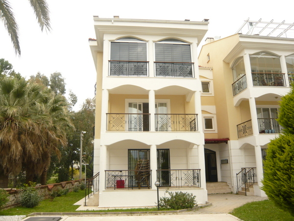 To Rent - 2 Bedroom First Floor Apartment - Calis